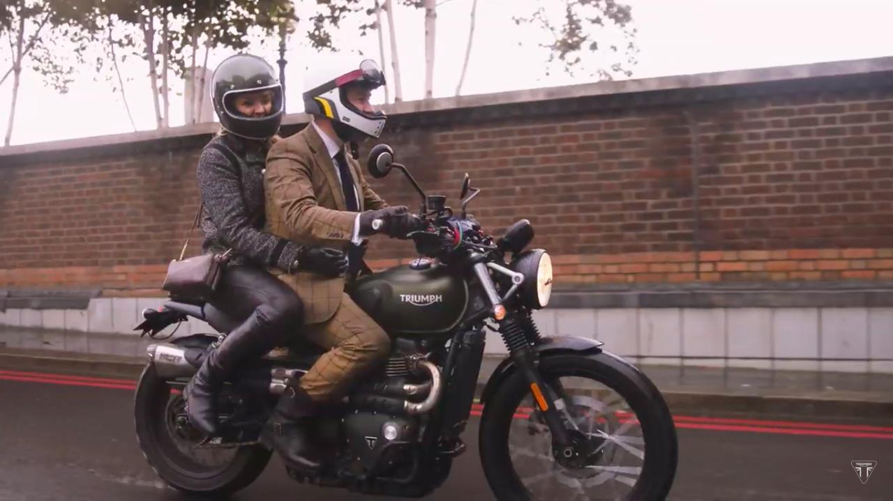 画像: でも、ローカルの人たちにとっては雨のロンドンは慣れっこ。みなさん笑顔で走りを楽しんでいます。 www.youtube.com