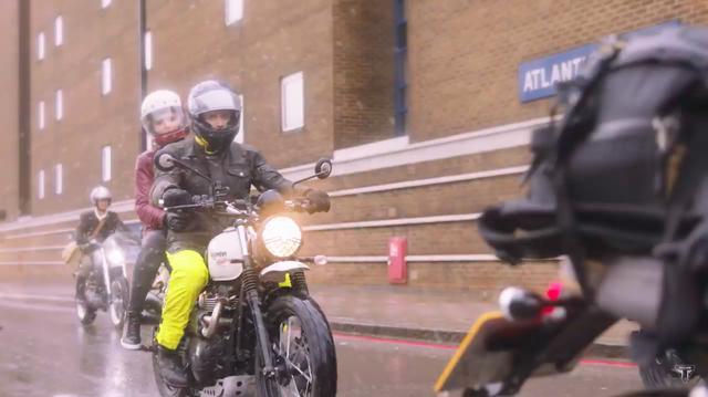 画像: 残念ながらこの日のロンドンは雨・・・。 www.youtube.com