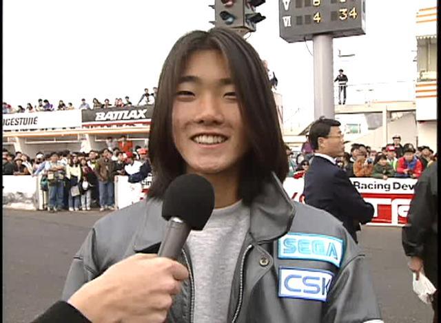 画像: 筑波サーキットにて、インタビューを受けるノリック。 wick.co.jp