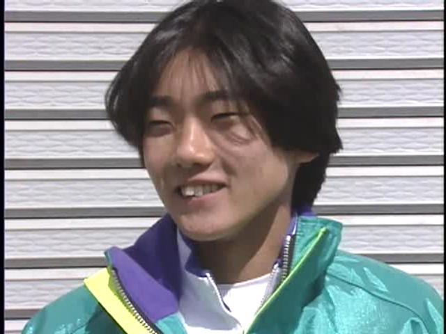 画像: レースでのアグレッシブな走りの迫力と、あどけない少年の表情のギャップも、若き日のノリックの魅力のひとつでした。 wick.co.jp