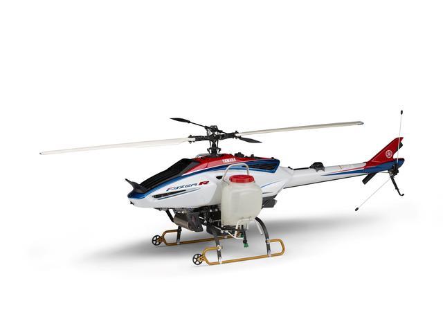 画像: FAZER R フェーザー アール (特別出展物) 防除作業や肥料・除草剤の散布等で活躍する、産業用無人ヘリコプターのハイエンドモデル。薬剤の搭載能力はクラス最大の32リットル。薬剤・燃料無補給で4ヘクタールの散布が可能。またGPSとジャイロで速度と距離を計算し、一定の散布間隔でのターンや等間隔での飛行ライン・速度を維持するターンアシスト機能を標準装備。 global.yamaha-motor.com