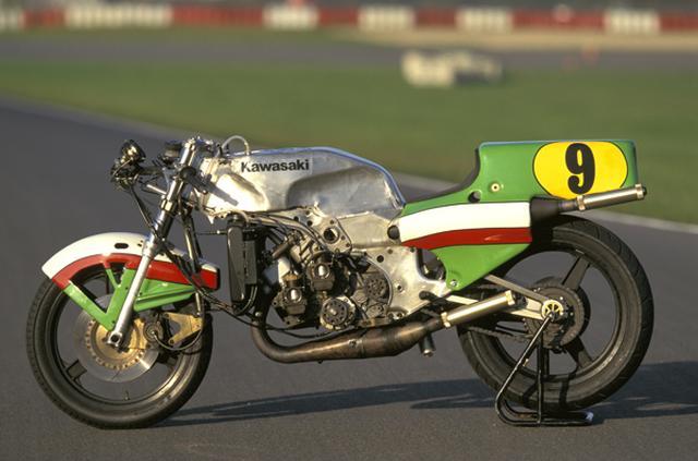 画像: カワサキのKR500は、1980〜1982年の間、世界ロードレースGP500ccクラスに参戦。ロータリーディスクバルブ式2ストロークのスクエア4エンジンを、独特のアルミ・モノコックに搭載。エースのコーク・バリントンが1981年に2度3位に入賞(ダッチTT、フィンランドGP)しましたが、残念ながら勝利には届きませんでした。 www.rapidbikes.com.au