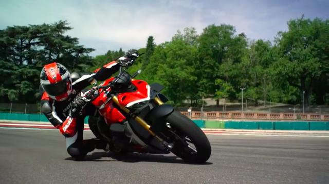 画像: MotoGPマシン、デスモセディチの技術をフィードバックして生まれたパニガーレ V4。そのパニガーレ V4直系のネイキッドモデルが、ストリートファイター V4です! www.youtube.com