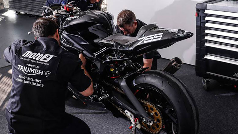画像: 2018年11月19日、トライアンフはバレンシアでエンジンのテストを行いました。そして2019年シーズンから、いよいよMoto2の「トライアンフエンジン時代」がスタートすることになりました。 www.triumphmotorcycles.jp