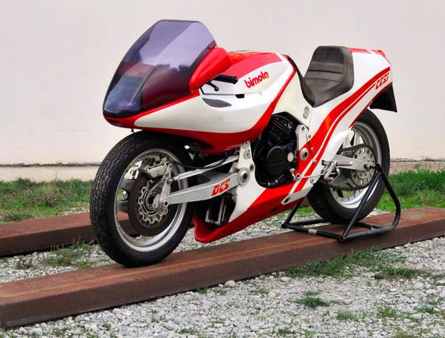 画像: 1983年のテージ・プロトタイプ。初期のテージは、ホンダエンジンを搭載していました。 www.omnimoto.it