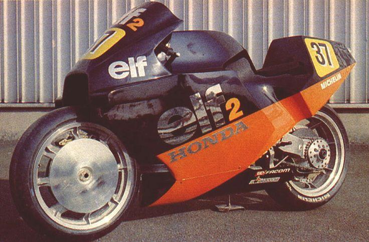 画像: ELF 2 1984-1985 デ・コルタンツが開発した最後のエルフとなったモデルです。エンジンをストレスメンバーとする設計を押し進め、過去のモデルにあったエンジンプレートは完全に排除されたのが特徴です。紆余曲折を経て、結局グランプリの実戦には参加しないで後継機種にバトンを渡しています。 s-media-cache-ak0.pinimg.com