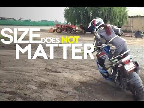 画像: Pint-Sized Rider Jocelin Snow Taming a Big-Bore GS Is Proof Size Doesn't Matter youtu.be