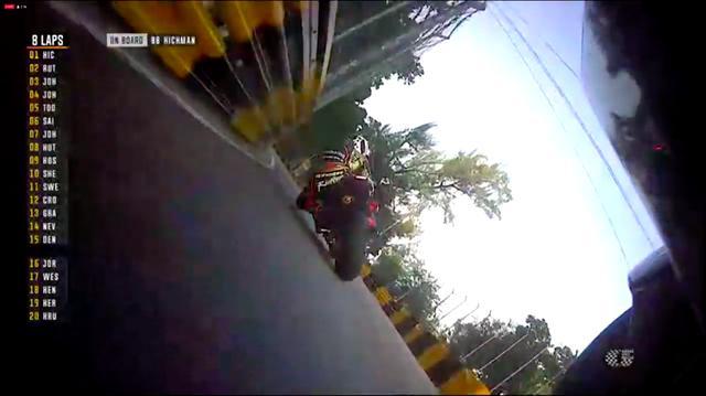 画像: M.ラッター(ホンダ)を追う、P.ヒックマンのオンボードカメラ映像です。 www.youtube.com