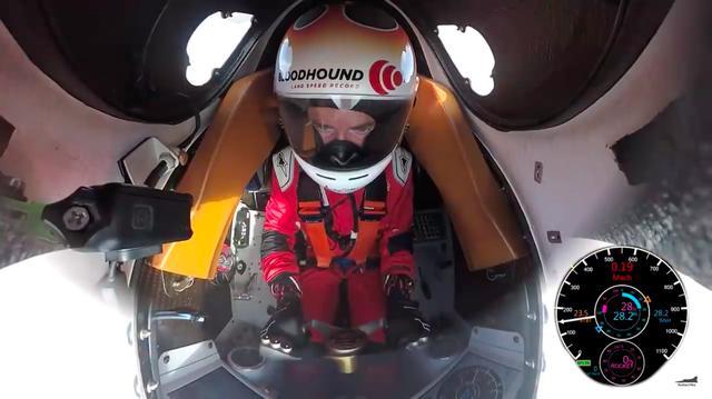 画像: ブラッドハウンドSSCのコクピット。操縦するアンディ・グリーンは英国空軍のパイロットであり、1997年のスラストSSCの記録樹立時の操縦者でもあります。 www.youtube.com