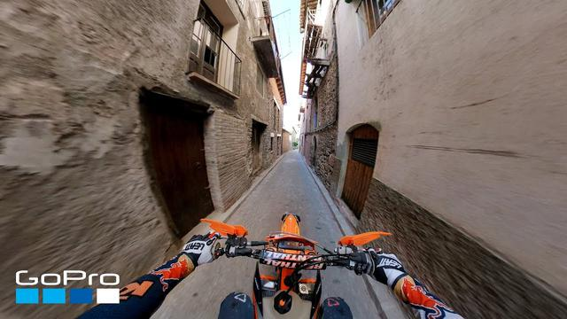 画像: GoPro: Jonny Walker Rides Through Coll de Nargó in 4K youtu.be