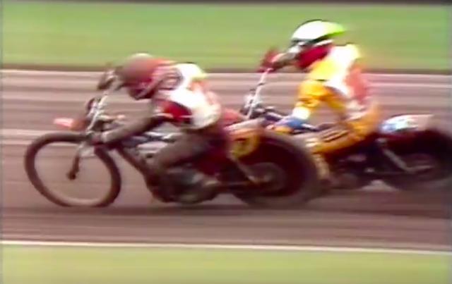 画像: 先行するE.ミューラーのインに飛び込むP.コリンズ!! 勝利の女神は、どちらに微笑むのか!! www.youtube.com