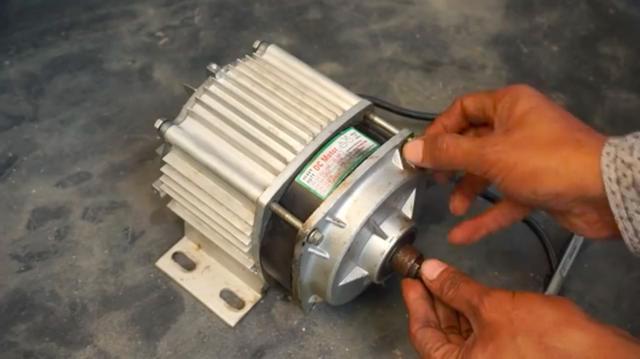 画像: 新たに使う動力は、750ワット/48ボルトの電気モーターです・・・。 www.youtube.com