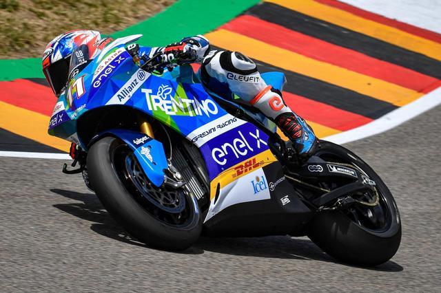 画像: 2019年から始まったMotoEワールドカップの初代王者、M.フェラーリ。エネルジカ・エゴ・コルサのワンメイクレースで、2020年度は5月から11月の間、7戦で競われる予定です。 www.motogp.com