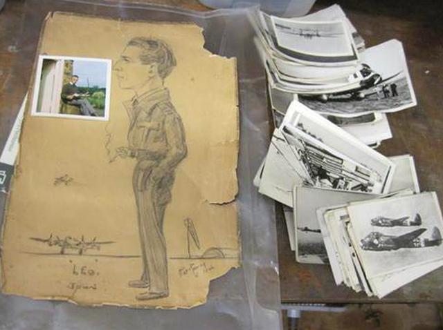 画像: 2012年に英国のオークションに出品された、第二次世界大戦期のL.クズミッキの遺品。滑走路に立つ彼の肖像画や、航空機をうつした白黒写真は、わずか42英ポンド (約6,000円)で落札されました・・・。 www.i-bidder.com