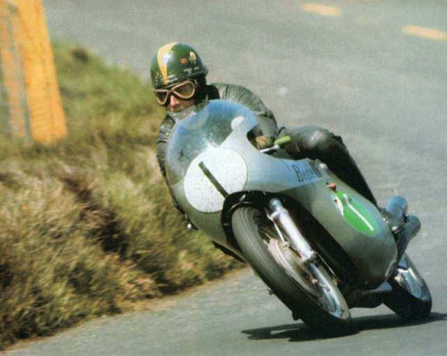 画像: 1969年、世界ロードレースGP250ccクラス王者に輝いたK.キャラザースとベネリ。 sport660.wordpress.com
