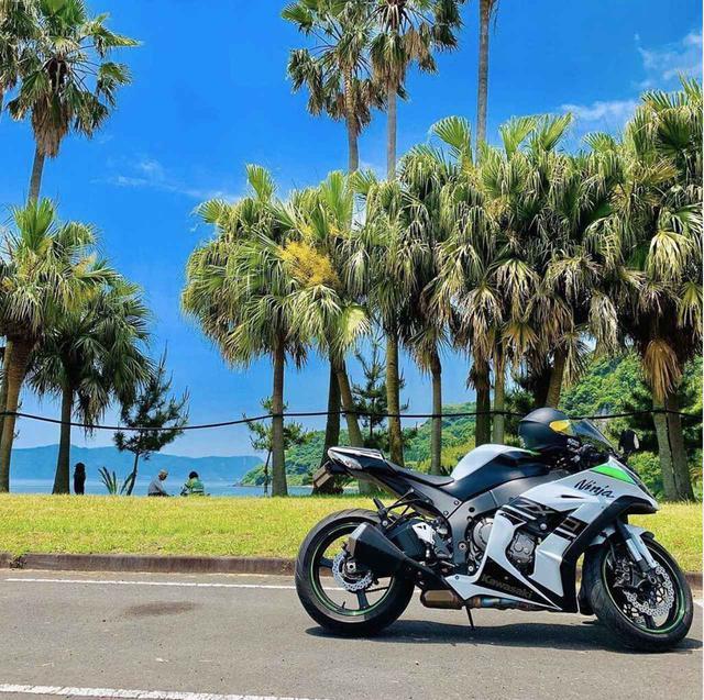 画像: 晴天の空に映える!カワサキ NinjaZX10R【グラカワインスタ投稿紹介vol.70】 - LAWRENCE - Motorcycle x Cars + α = Your Life.