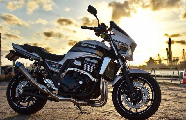画像: 夕陽を浴びながら鹿島港で輝くカワサキ ZRX1200 DAEG【グラカワインスタ投稿紹介vol.71】 - LAWRENCE - Motorcycle x Cars + α = Your Life.