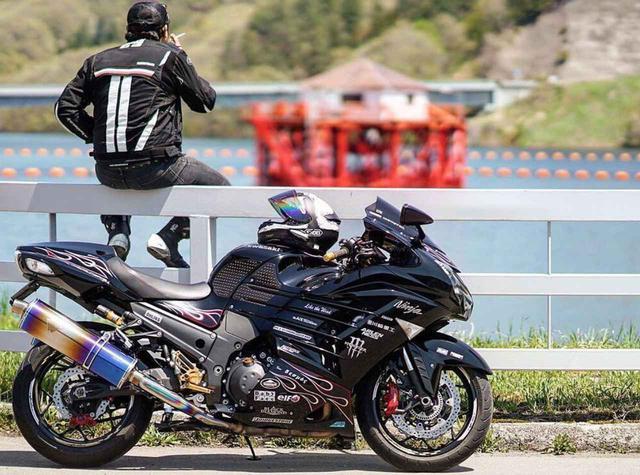 画像: 存在感抜群の カワサキ Ninja ZX14R【グラカワインスタ投稿紹介vol.73】 - LAWRENCE - Motorcycle x Cars + α = Your Life.