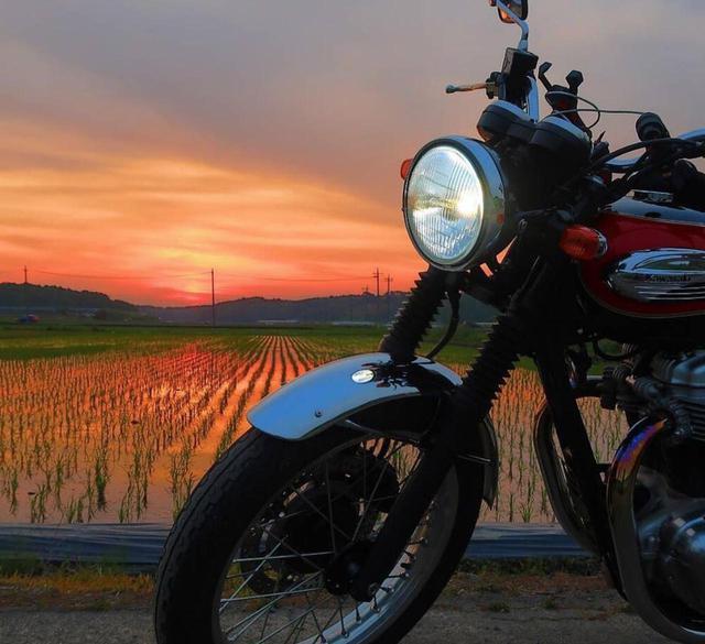 画像: 暮れ行く夕陽とカワサキ W400【グラカワインスタ投稿紹介vol.74】 - LAWRENCE - Motorcycle x Cars + α = Your Life.