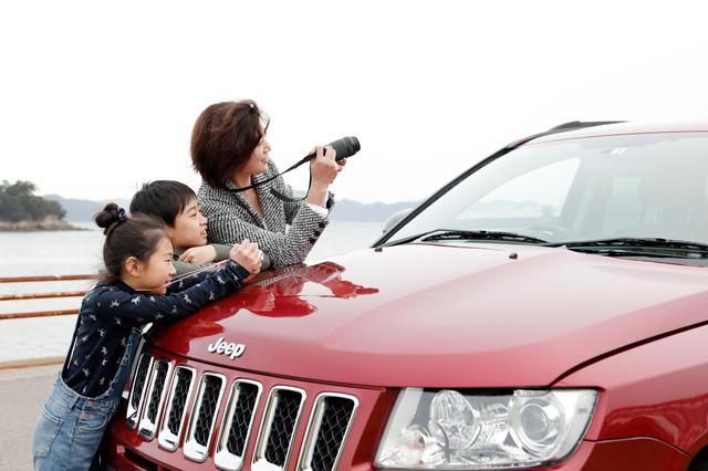 画像: ときには一緒になって撮影も。「子ども達の目線で見ると新鮮です」と石川さん