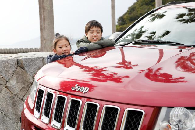 画像: 子どもたちもCompassが大好き。愛車は家族の絆を深めてくれる存在になっている