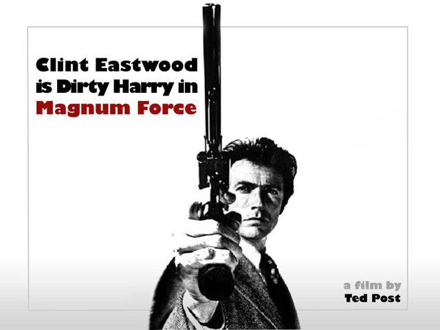 """画像: 強力な破壊力を誇るマグナム銃をバンバン打ちまくる、""""ダーティーハリー""""ことハリー・キャラハン刑事。マカロニ・ウェスタン俳優だったイーストウッドが手にした、次なるハマリ役でした。 theactionelite.com"""