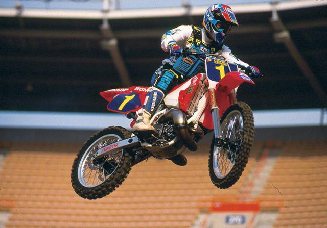 画像: ナンバー1プレートをつけて、AMAスーパークロスを戦うJMBの勇姿。 classementmondialunifie.blogs.motoverte.com