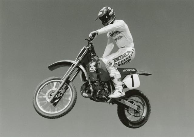 画像: ホンダのエースとして活躍したR.ジョンソンは、その功績を称えられ1999年にAMA殿堂入りを果たしています。 www.motorcyclemuseum.org
