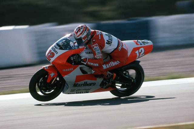 画像: チーム・ロバーツ・ヤマハのファクトリーライダーとして、YZR500を走らせるジャン・ミシェル・バイル。 global.yamaha-motor.com