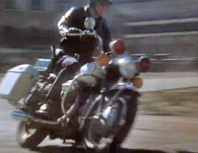 画像: 劇中ではモトグッツィが、スピンターンしたり、爆走したりと、縦横無尽に活躍します。必見ですよ! a397.idata.over-blog.com