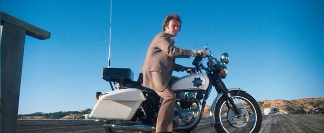 画像: じゃーん! モトグッチではなく、トライアンフT100にポリスバイクが変身しているのです。 2.bp.blogspot.com