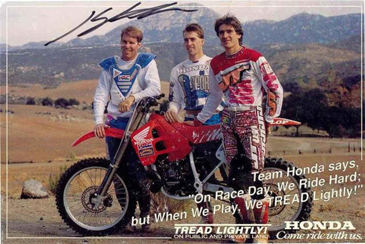 画像: 1990年のアメリカンホンダのライダーたち。左からR.ジョンソン、ジェフ・スタントン、そしてJMB。 www.jeanmichelbayle.fr