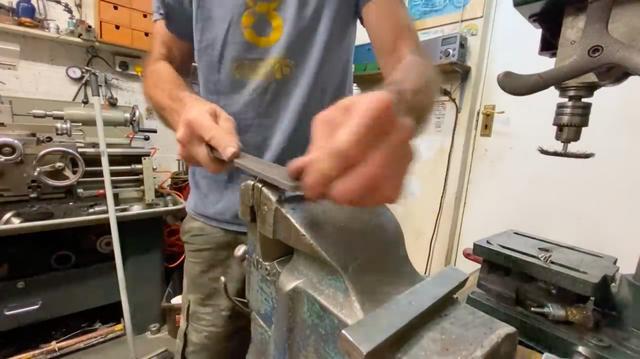 画像: 今回の動画で紹介される作業は、基本的に「手」と、一般的なホームセンターでも入手可能なハンドツールが活躍します。 www.youtube.com