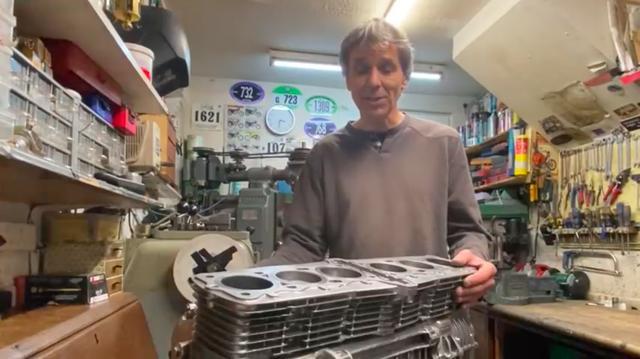画像: 毎度お馴染み? 多気筒化カスタムの世界的大家・・・のA.ミルヤードさん。 www.youtube.com