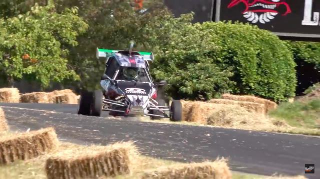 画像: GSX-R750のエンジンを使う利点のひとつに、シーケンシャルタイプの6速ギアボックスがあります。 www.youtube.com