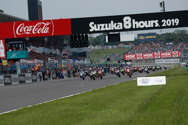 画像: 昨年度大会のスタートシーン! タイヤに厳しい真夏ではなく、秋の開催となる今年の鈴鹿8耐は、どのようなドラマが展開されることになるのでしょうか? www.suzukacircuit.jp