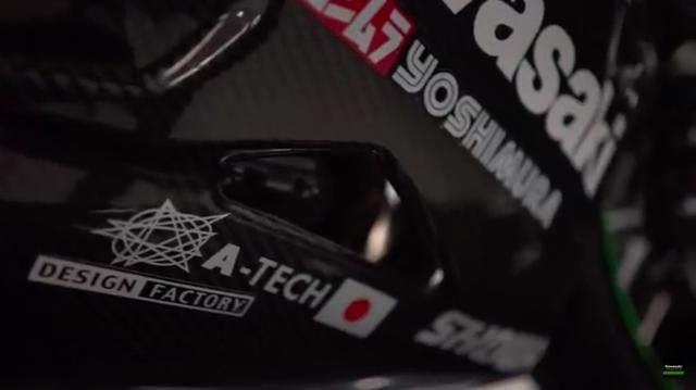 画像: フェアリングの「Kawasaki」ロゴの下には、おなじみ? の「ヨシムラ YOSHIMURA」のロゴが・・・。 www.youtube.com