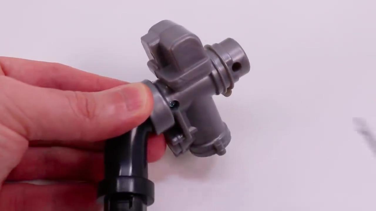 画像: ビング製の負圧式ではなく、デロルト製キャブレターを採用するのが、R90Sの特徴のひとつでした。 www.youtube.com