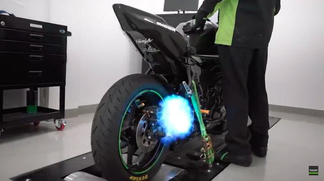 画像: [Kawasaki] カワサキ Ninja ZX-25R+ヨシムラ・・・のサウンドをご鑑賞ください!! - LAWRENCE - Motorcycle x Cars + α = Your Life.