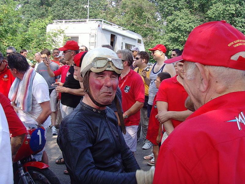 画像: 2000年に行われたヒストリックイベントに、MVライダーとして参加したC.ウビアリ。 it.wikipedia.org