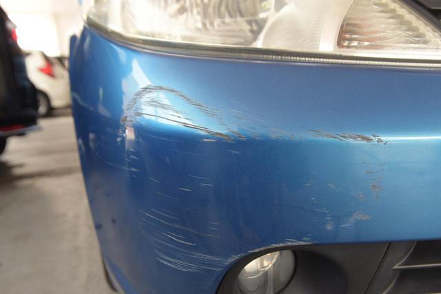 画像: 保険で傷を直せばその分保険料は上がる。傷の修理費を考えれば直さないほうがお得かも⁉︎