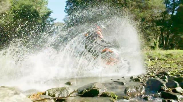 画像: 川を越え・・・。 www.youtube.com