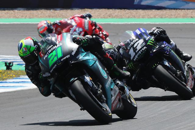 画像: 昨年度のスペインGP。21番はフランコ・モルビデリ(ヤマハ)、12番はマーベリック・ビニャーレス(ヤマハ)。 race.yamaha-motor.co.jp