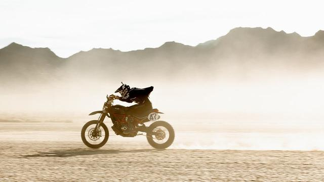 画像: Desert Sled – A Fasthouse film of The Mint 400 youtu.be