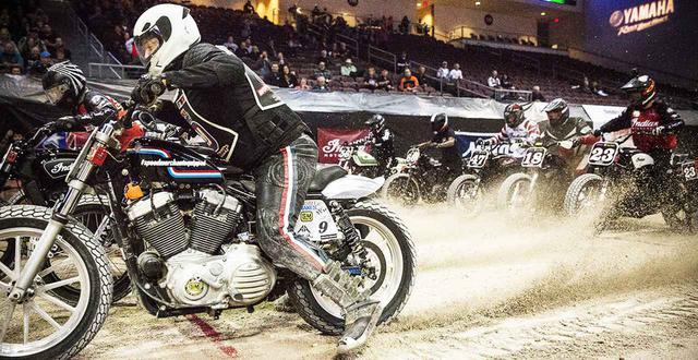 """画像: [Flat Track Friday!!] ごっつい街乗り用ドンガメ2気筒で激しく競う!本場アメリカで俄然注目の異端カテゴリー""""フーリガン""""とは? - LAWRENCE - Motorcycle x Cars + α = Your Life."""