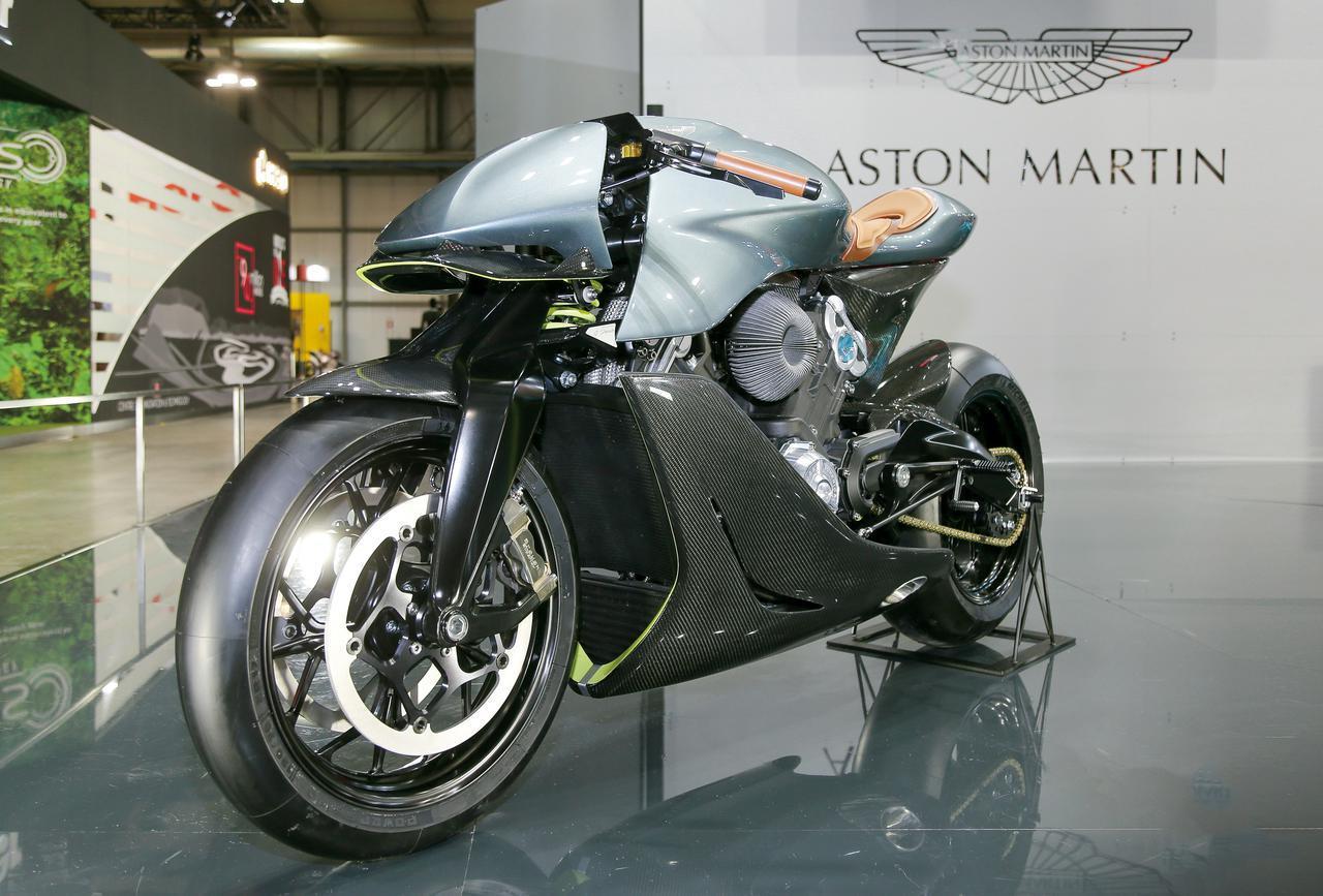 画像: 約1300万円! アストンマーティン×ブラフシューペリアという夢の英国コラボで実現したプレミアム・バイク「AMB001」を詳解 - webオートバイ