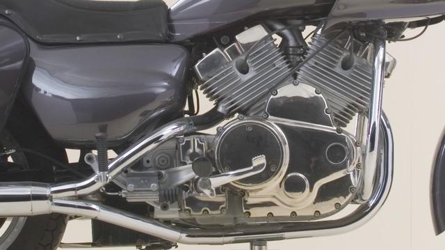 画像: V4モデルの心臓部。V2、V4、V6でボアとストロークを共通化することで、ピストンやコンロッドなど様々な部品のコストダウンを図る・・・というのが、モジュラーシステムの大きなメリットです。 www.youtube.com