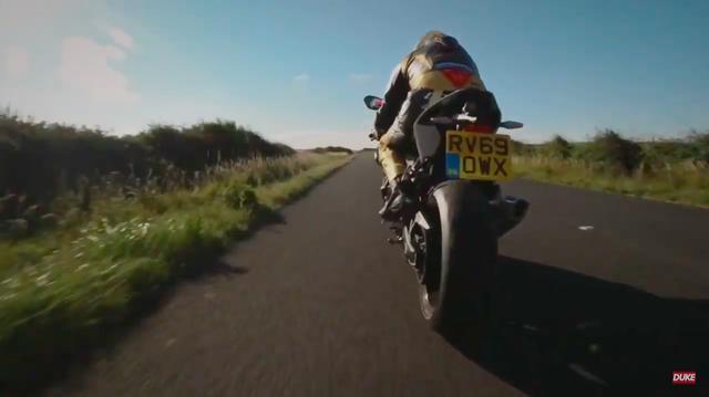 画像: 2台のバイクがワイト島のザ・ダイヤモンド・レースのコースを紹介! www.youtube.com
