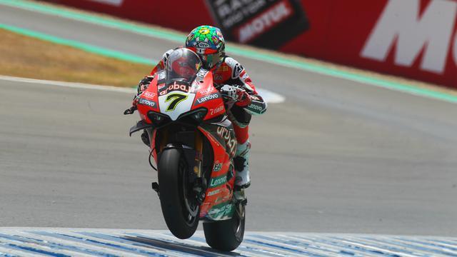 画像: チームメイトの影に隠れた印象だった今シーズンのC.デイビス(ドゥカティ)ですが、このレース2の2位表彰台獲得が復活ののろしとなるのでしょうか? www.worldsbk.com