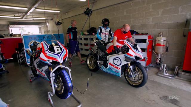 画像: チームERCエンデュランスのパニガーレV4 R。8月のルマン24時間には、ルイ・ロッシ、マシュー・ギネス、そしてケニー・フォレイが起用される予定です。 www.youtube.com